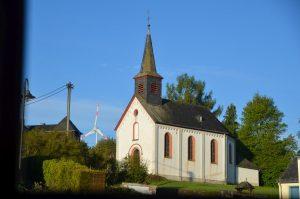 Schöne Sicht auf die Kirche von Naurath/Wald-Hochwald-Nationalparkregion