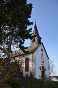 Sicht auf die Filialkirche von Naurath/Wald-Hochwald-Nationalparkregion