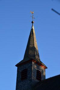 Schöne Sicht auf den Kirchturm von Naurath/Wald-Hochwald-Nationalparkregion